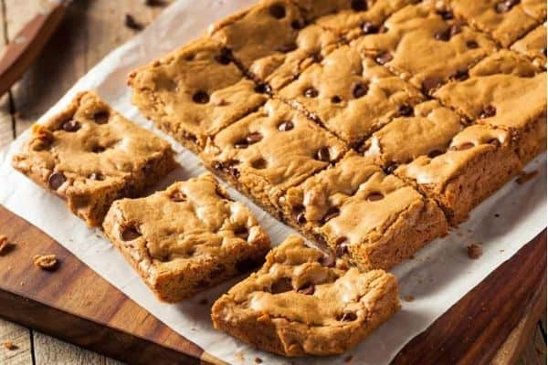 SOFT BAKED CHOCOLATE CHIP BARS
